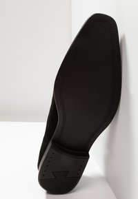 Pier One - Zapatos con cordones - black - 4