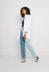 BDG Urban Outfitters - TWO TONE PAX - Relaxed fit jeans - summer blue - 1