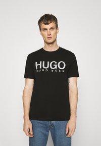 HUGO - DOLIVE - T-shirt z nadrukiem - black - 0