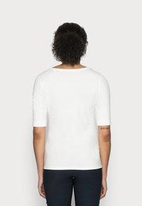 Opus - SANIKA  - T-shirt basic - milk - 2
