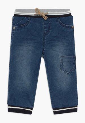 NBMBOB PANT - Jeans Tapered Fit - medium blue denim