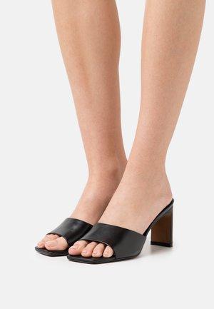MARCH - Pantofle na podpatku - black