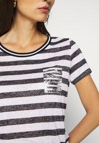 comma casual identity - Print T-shirt - black - 4