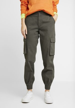 ONLBETSY ALVA PANT - Pantalones cargo - beluga
