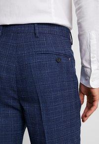Tommy Hilfiger Tailored - SLIM FIT PLEATED FLEX PANT - Kalhoty - blue - 5