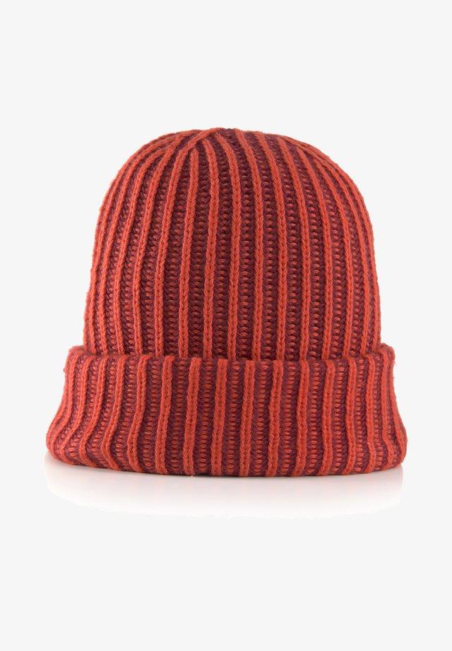 Bonnet - molten lava red