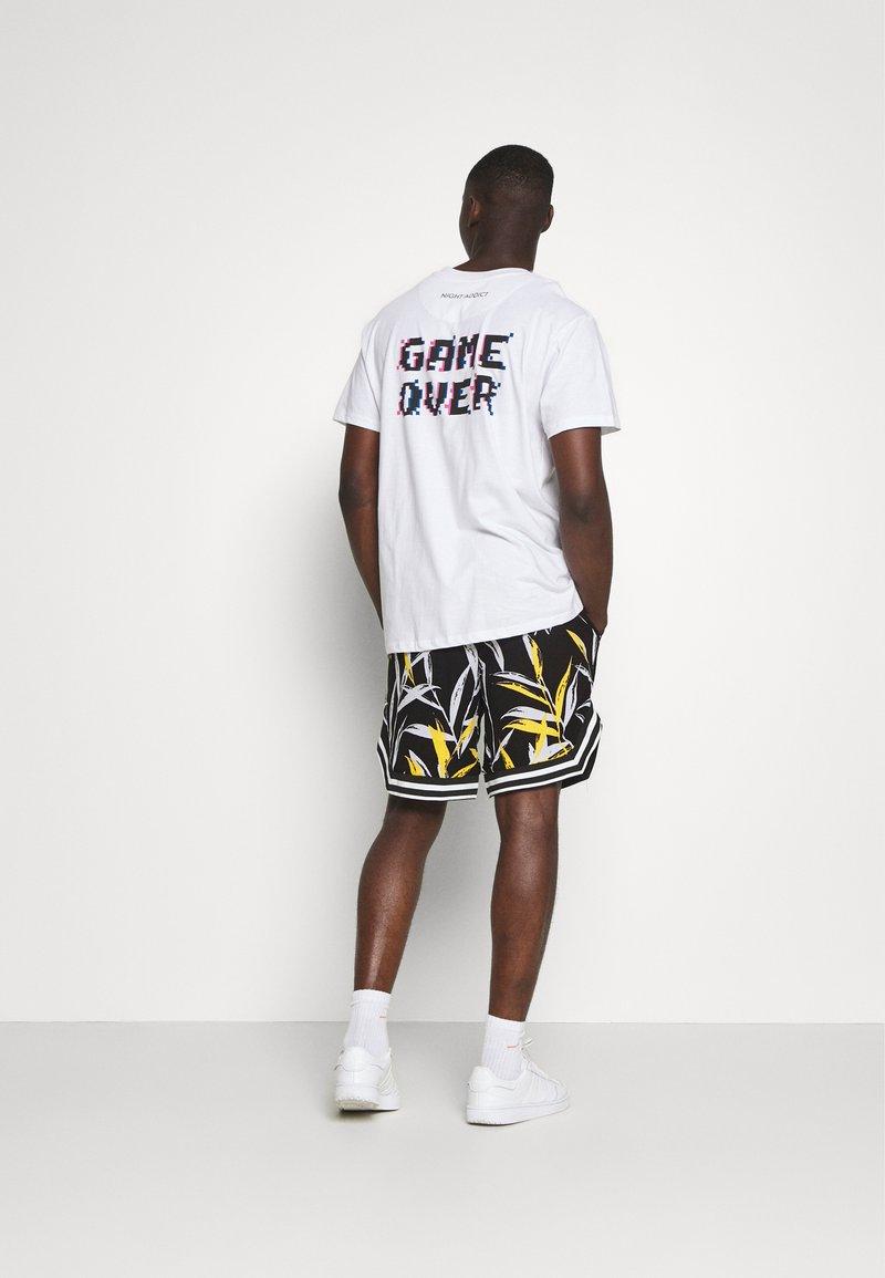 Sixth June - BANANA TROPICAL - Shorts - black