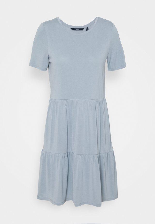VMFILLI CALIA SHORT DRESS  - Trikoomekko - blue fog
