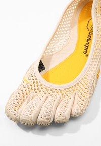 Vibram Fivefingers - Chaussures d'entraînement et de fitness - white cap - 5