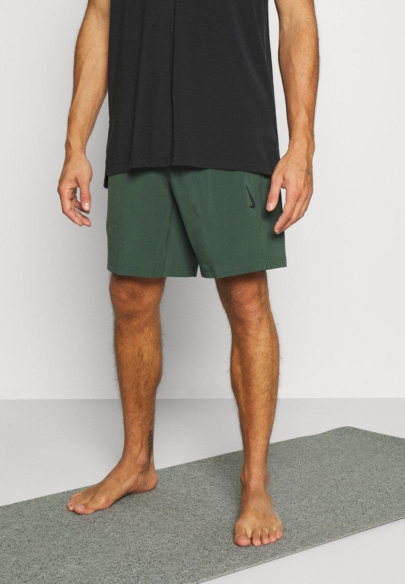 Nike Performance - SHORT - Pantaloncini sportivi - galactic jade