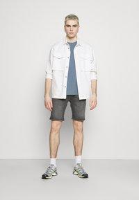 Jack & Jones - JJIRICK JJORIGINAL - Denim shorts - grey denim - 1
