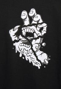 Santa Cruz - UNISEX UNIVERSAL HAND HOODIE - Hoodie - black - 2