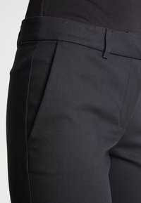 KIOMI - Pantaloni - black - 4