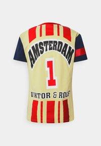 Viktor&Rolf - PRINTED - T-shirt z nadrukiem - yellow - 6