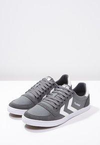 Hummel - SLIMMER STADIL - Sneakers laag - castle rock/white - 2