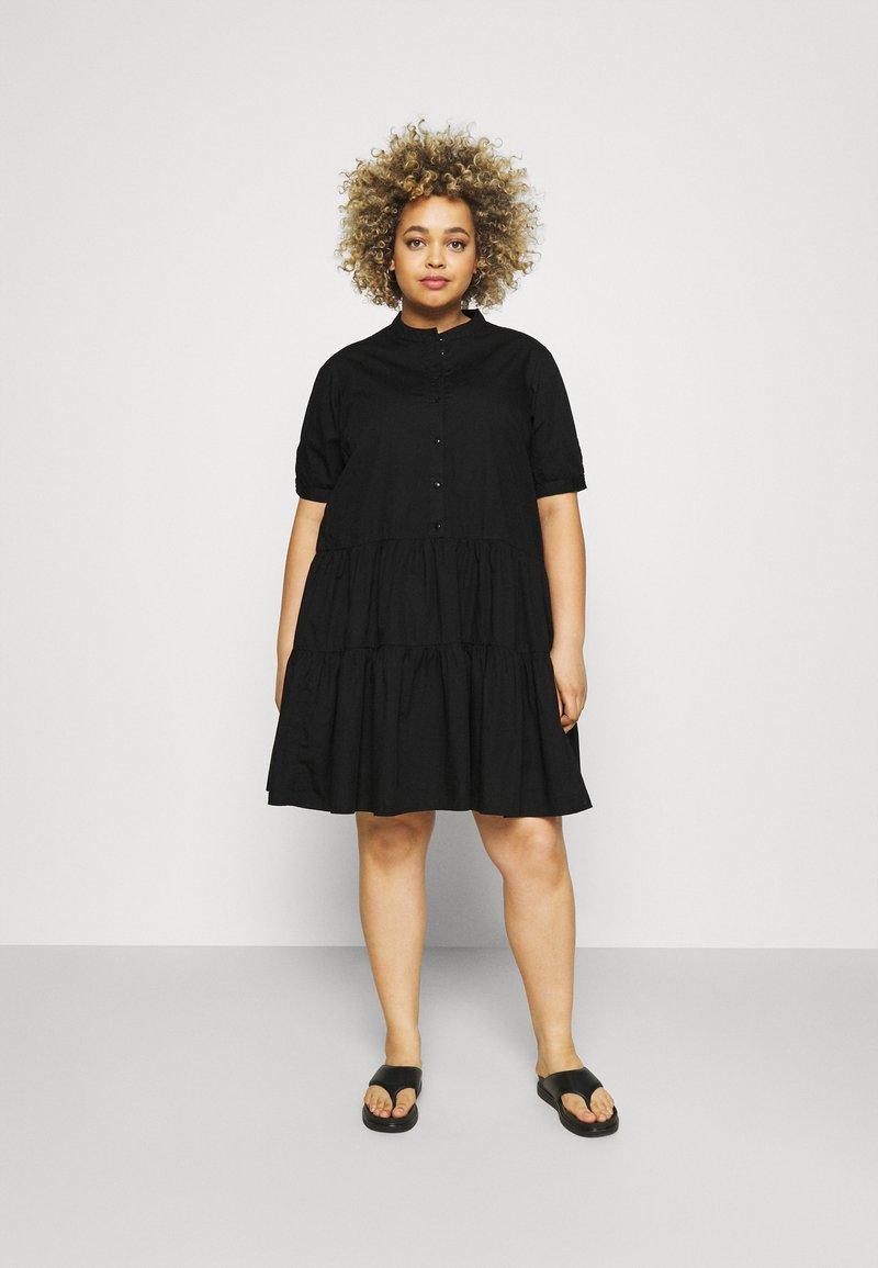 Vero Moda Curve - VMDELTA DRESS - Robe chemise - black