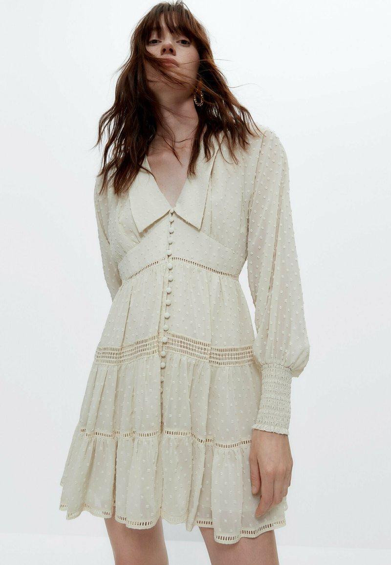 Uterqüe - Robe chemise - white