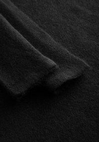 ORSAY - MIT V-AUSSCHNITT - Strickkleid - schwarz - 4
