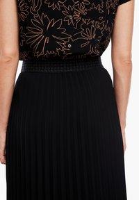 s.Oliver BLACK LABEL - CRÊPE - A-line skirt - true black - 4