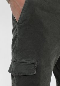 Scalpers - Cargo trousers - khaki - 3