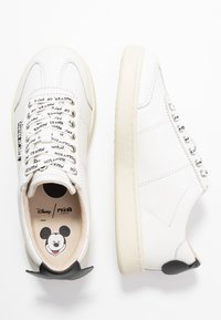 MOA - Master of Arts - Trainers - gallery white/black - 3