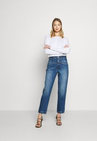 CLOSED - PEDAL PUSHER - Relaxed fit jeans - mid blue - 1
