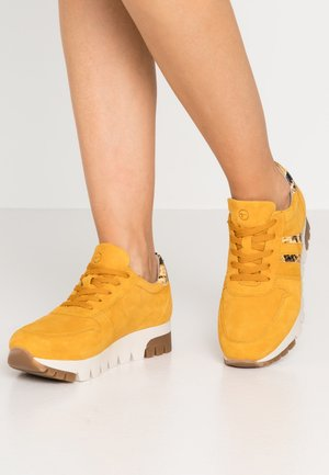 LACE UP - Sneakers - mustard