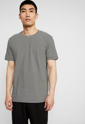 LUKA - Print T-shirt - racing green