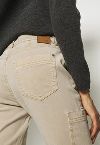 comma casual identity - HOSE LANG - Chinos - sand - 5