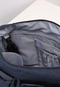 Lässig - NECKLINE BAG SPIN DYE - Borsa fasciatoio - blue mélange - 5
