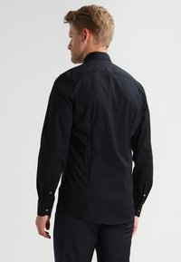 OLYMP Level Five - OLYMP LEVEL 5 BODY FIT - Formal shirt - schwarz - 2