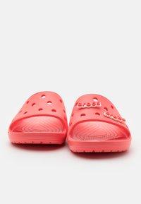 Crocs - CLASSIC SLIDE UNISEX - Mules - fresco - 5