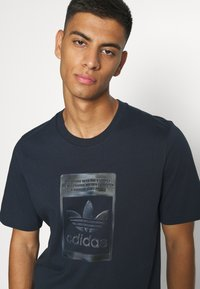 adidas Originals - TEE - T-shirt con stampa - night navy - 3