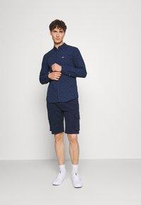 Tommy Jeans - WASHED CARGO - Shorts - twilight navy - 1
