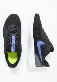 Nike Performance - REVOLUTION 5 GLITTER GG - Neutral running shoes - black/sapphire/lemon/white - 0