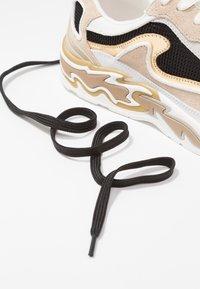sandro - Sneakersy niskie - or - 7