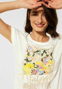 Cecil - MIT PRINT - Print T-shirt - weiß - 1