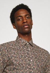 Selected Homme - SLHREGPEN-HUNTER SHIRT  - Overhemd - black - 3