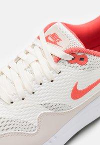 Nike Golf - AIR MAX 1 G - Golfové boty - sail/magic ember/light orewood brown/white - 5