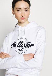 Hollister Co. - CHAIN TECH - Sweatshirt - white - 4
