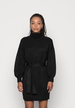 LEOTI BELTED MOCK NECK DRESS - Strikkjoler - black