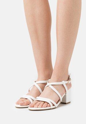 WIDE FIT - Sandaler - white