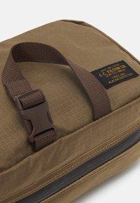 Filson - TRAVEL PACK - Wash bag - fieldtan - 3