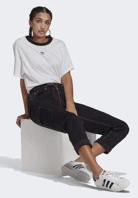 adidas Originals - PANTS - Cargo trousers - black - 5
