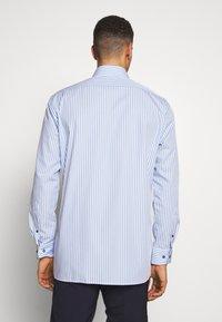 OLYMP - OLYMP LUXOR MODERN FIT - Shirt - bleu - 2