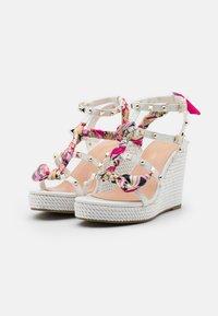 Tata Italia - SERENA  - Korkeakorkoiset sandaalit - white - 2