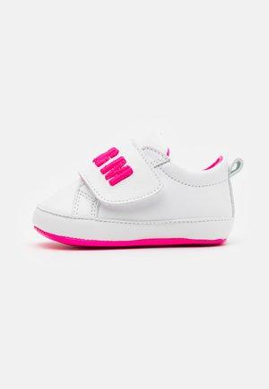 První boty - white/pink