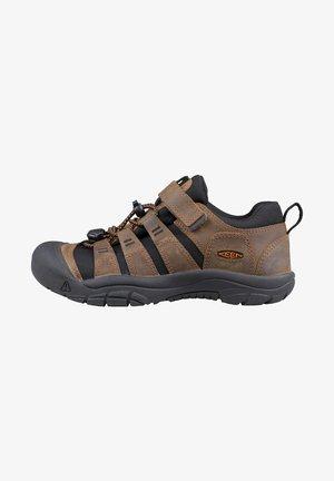 Sneakers laag - bison/black