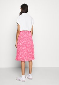 Tommy Jeans - PLEATED BUTTON THRU SKIRT - A-line skirt - glamour pink - 2
