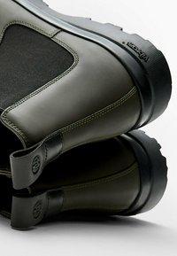 Massimo Dutti - Classic ankle boots - khaki - 3